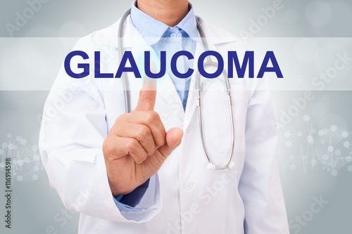 Fotografía  Doctor hand touching GLAUCOMA sign on virtual screen