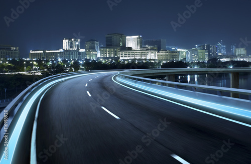 Photo sur Aluminium Autoroute nuit Highway overpass motion blur with city background .