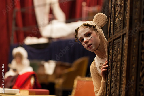 Photo  young actress in a mouse costume