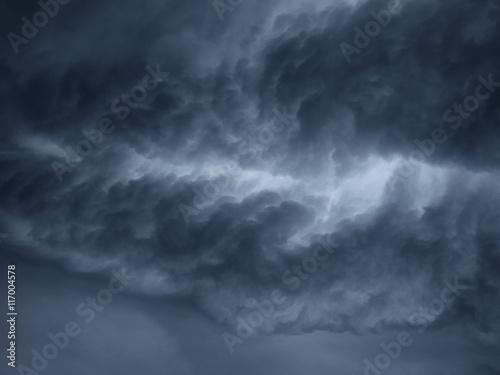 Obraz na plátně stormy clouds