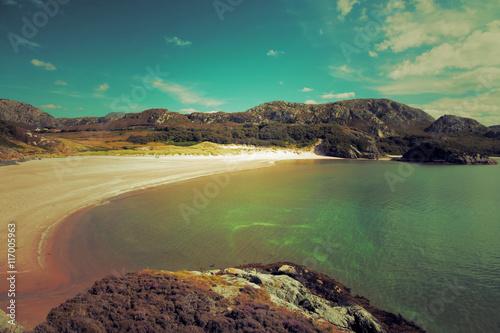 La pose en embrasure Kaki Highlands beach in Scotland: Vintage Scottish landscape