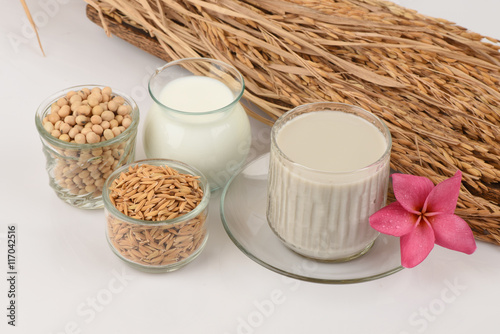 Valokuva  Soybean milk, soy, Black Sesame Seeds and Germinated brown rice (GABA), a health