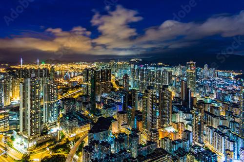 Leinwand Poster  香港 高層ビルが立ち並ぶ光景 夕景・夜景