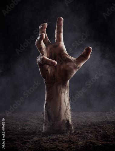 Photo  Dirty male hand on dark background