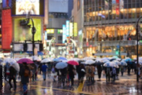Deurstickers New York City rainny day crowded street in Tokyo, blurred background