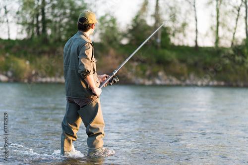 Fotografie, Obraz  Rybář rybaření v řece