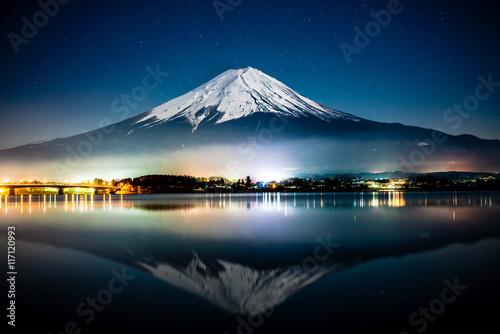 Poster Reflexion Mount Fuji reflected on Kawaguichiko lake at night