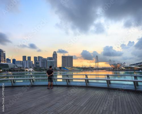 Photo  Singapore Marina Bay sunrise with photographer