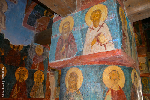 Fotomural Decorative architecture elements and paintings with Bible scenes in the interior