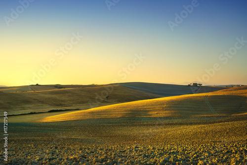 Fotobehang Zwavel geel Tuscany spring, rolling hills on sunset. Rural landscape. Green