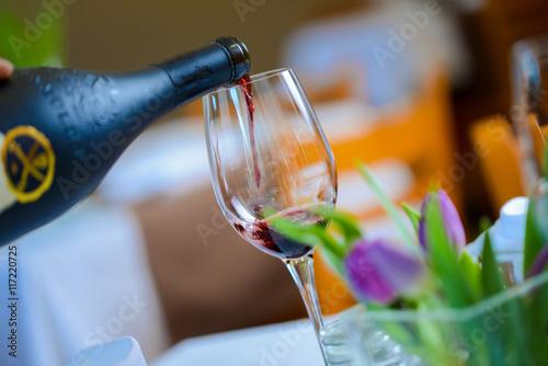 Poster Bar Wein servieren