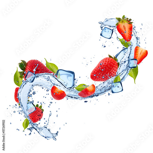 Keuken foto achterwand Opspattend water Strawberries in water splash on white background