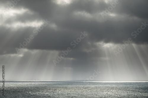 Leinwand Poster ciel soleil lumière divine divin cieux mer océan couché solei