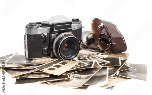 Fotografie, Obraz  alter antiker fotoapparat mit fotografien