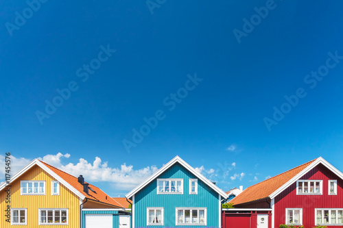 Fotografía  Old swedish houses in front of a blue sky