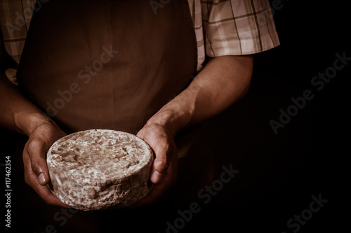 Poster Produit laitier French tomme cheese in the hands of a cheesemaker