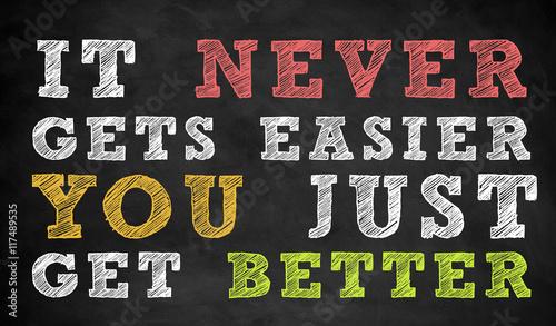 Po prostu stajesz się lepszy - motywacyjny cytat