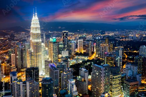 Foto auf AluDibond Kuala Lumpur Kuala lumpur city skyline at dusk, Kuala lumpur is capital city of malaysia, Business district area in Kuala lumpur, Malaysia