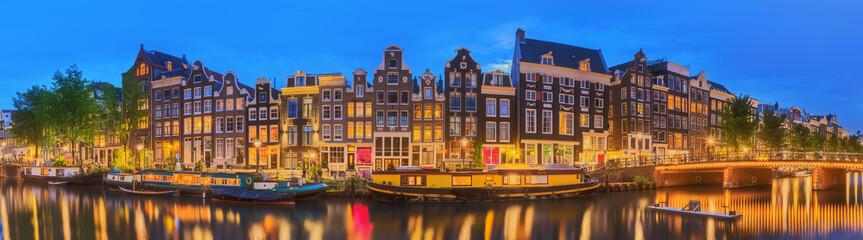 Obraz na SzkleAmstel river, canals and night view of beautiful Amsterdam city. Netherlands
