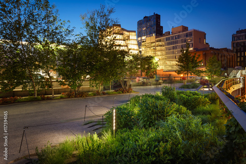 Photo  The Highline at twilight in summer