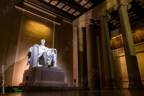 Fotografiet  Abraham Lincoln Memorial at night
