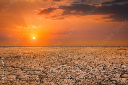 Foto op Plexiglas Zandwoestijn Cracked earth soil sunset landscape