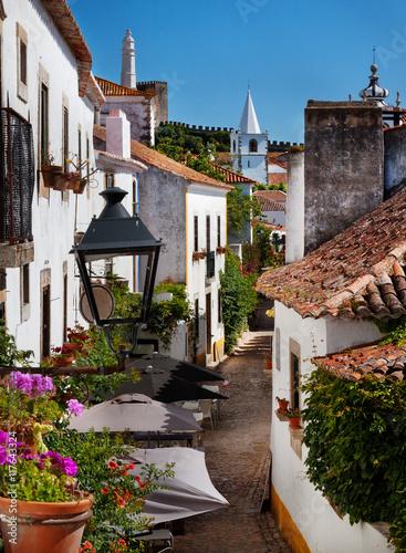 malowniczy-widok-na-miejscowosc-obidos-w-portugalii