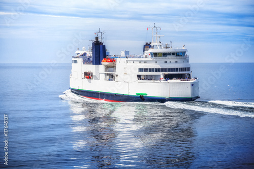 Fotografía  Ferry boat. Hybrid engine.