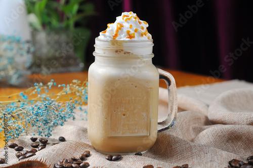 Papiers peints Lait, Milk-shake Caramel chocolate milkshake