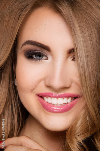 Foto op Aluminium Kapsalon Blonde fashionable girl posing.