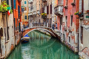 Obraz na płótnie Canvas Venice, Italy – JUNE 06, 2013: Tourists visiting the sights of Venice