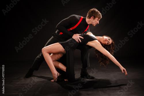 Fototapeten Tanzschule Sensual Couple dancing the Tango