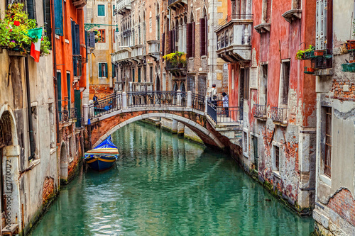 Fototapeta Venice, Italy – JUNE 06, 2013: Tourists visiting the sights of Venice