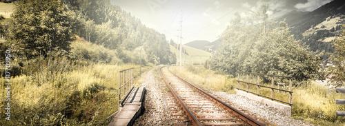 Tuinposter Spoorlijn scorcio di ferrovia alpina in Alto Adige