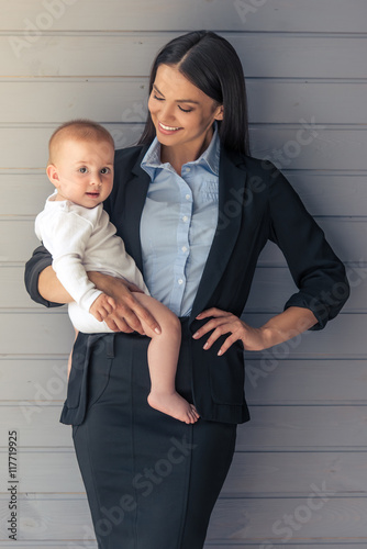 Fotobehang womenART Business lady with her baby