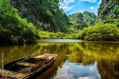 Foto auf Gartenposter Fluss On the boat at Trang An - Ninh Binh