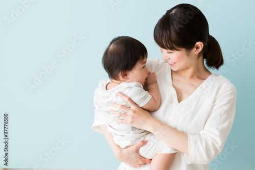 Fotografía  portrait of asian mother and baby