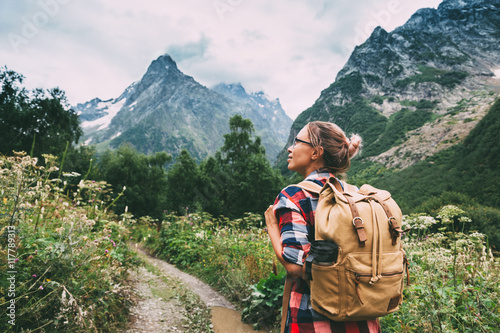 Canvastavla Hiker walking to mountains
