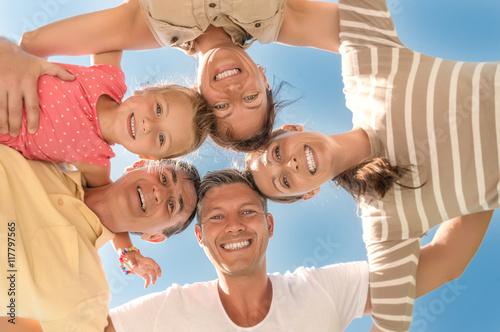 Plakat Rodzina razem w lecie