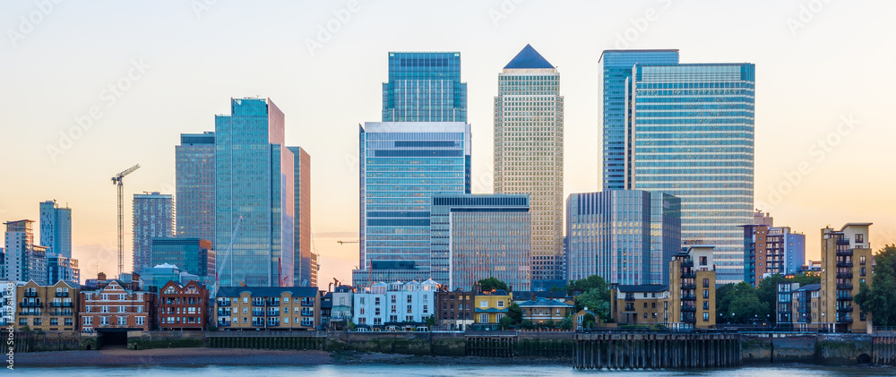 Fototapety, obrazy: Canary Wharf, financial hub in London at sunset