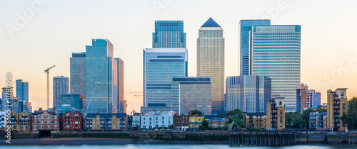 Fotografia Canary Wharf, financial hub in London at sunset
