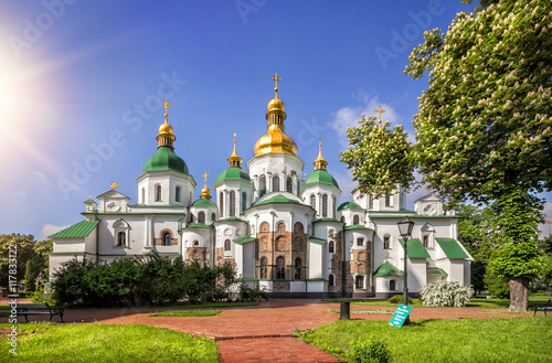 Foto op Plexiglas Kiev Софийский собор в лучах света Saint Sop