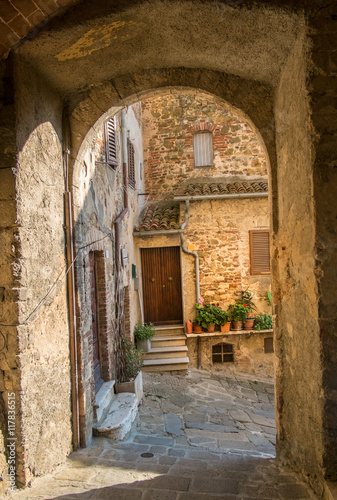 Poster Ruine Archway and street in Montemerano, Tuscany