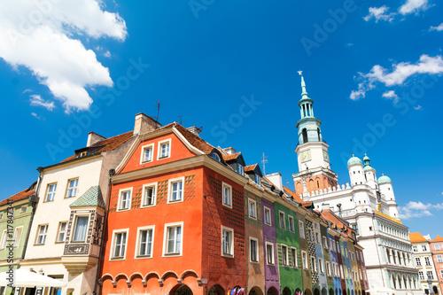 Plakat kolorowe domy i ratusz na Starym Rynku w Poznaniu, Polska
