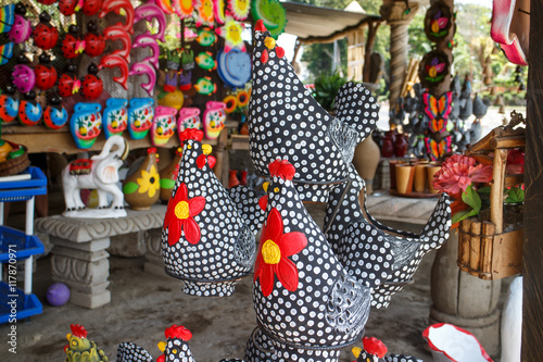 Photo Ceramic handycrafts sold in the shops along the main road of San Juan Oriente in the highlands between Granada and Masaya, Nicaragua