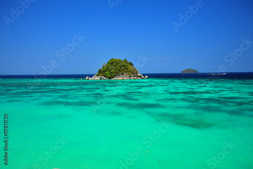 Türaufkleber Reef grun Beautiful Tropical Islands at Summer Season