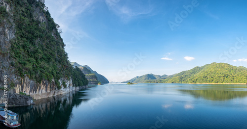 Photo sur Toile Barrage Dam blue water with mountain range clear panorama scenic, vajiralongkorn , khao laem, kanchanaburi