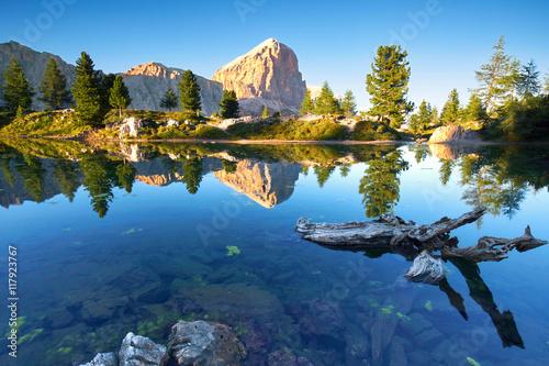 Spoed Foto op Canvas Bergen Dolomiten mit Bergsee - Lago di Limides