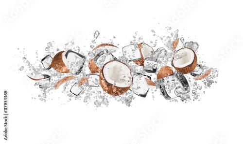 Fototapeta owoce w wodzie owoce-kokosa-w-wodzie