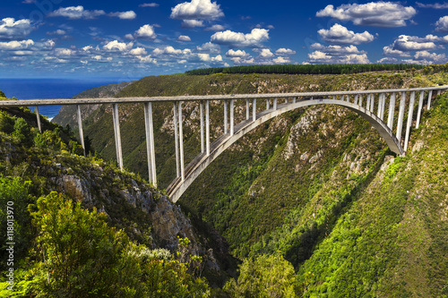 Foto auf Gartenposter Südafrika South Africa. Western Cape Province, Tsitsikamma region of the Garden Route. The Bloukrans Bridge seen from the north (world's highest bungy bridge, 216 m heigh above the Bloukrans River)